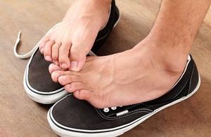 Причины грибка между пальцами ног